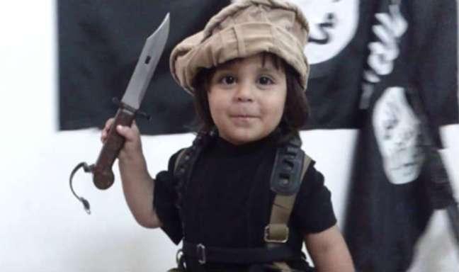 Enfant-2-ans-décapite-sa-peluche