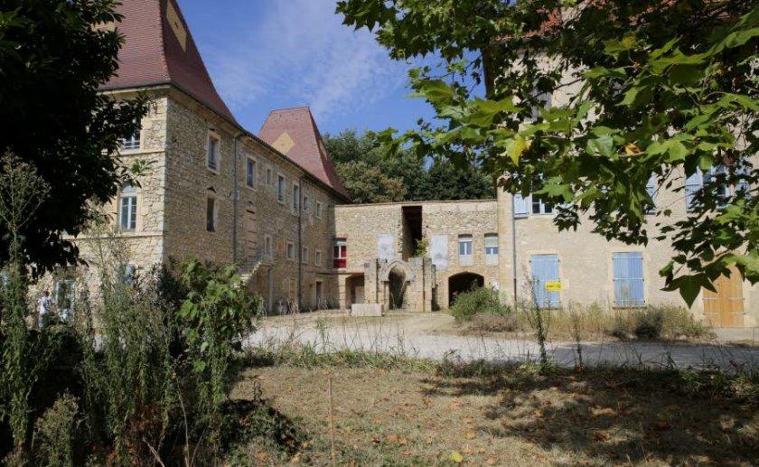 pour-desengorger-calais-l-etat-a-decide-d-accueillir-50-refugies-d-ici-quelques-jours-dans-le-chateau-pergaud-au-cadre-bucolique-situe-a-l-ecart-du-village-d-allex-1473798829