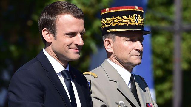 le-president-emmanuel-macron-et-le-chef-d-etat-major-de-l-armee-le-general-pierre-de-villiers-lors-du-defile-militaire-le-14-juillet-2017-a-paris_5915876